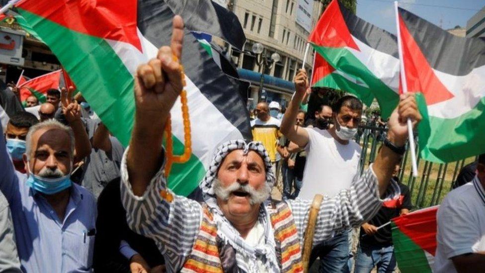 فلسطينيون كانوا قد تظاهروا احتجاجا على قرار الإمارات تطبيع العلاقات مع إسرائيل