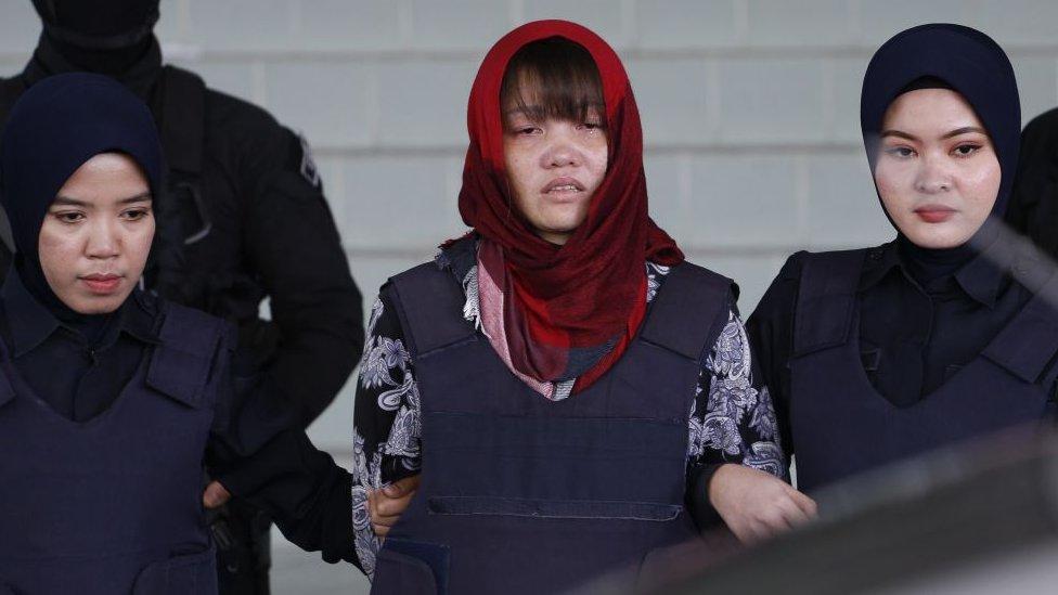 Saldrá libre acusada de asesinato de medio hermano de líder norcoreano