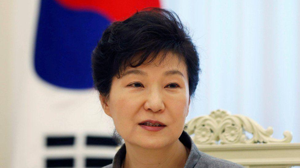 A la expresidenta surcoreana Park Geun-hye se la relacionó con la Iglesia de la Vida Eterna.