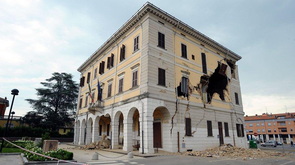 Edificio afectado por el terremoto al norte de Italia.