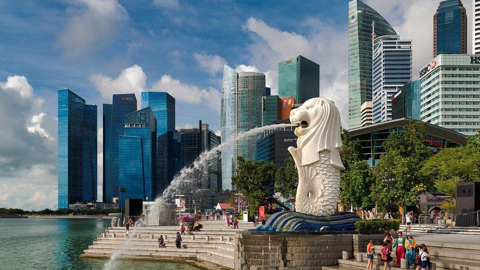 Singapur es una nación joven y moderna, rodeada de países muy distintos a ella.