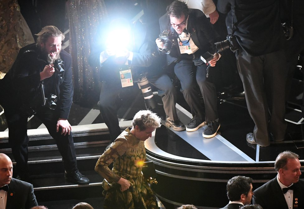 弗蘭西斯·麥克多蒙德走下舞台