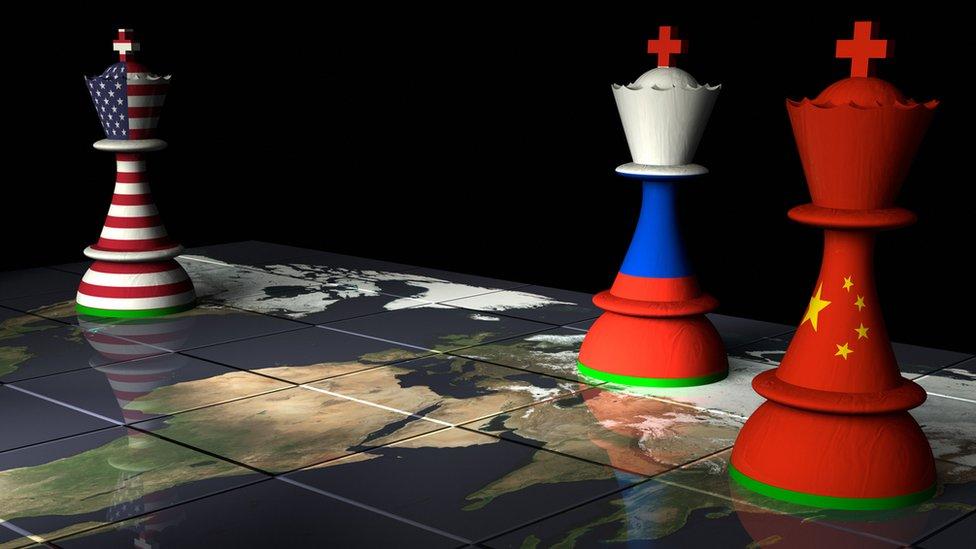Estados Unidos, Rusia y China en fichas de ajedrez.