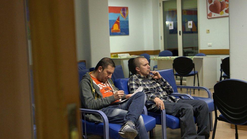 muškarci u bolnici