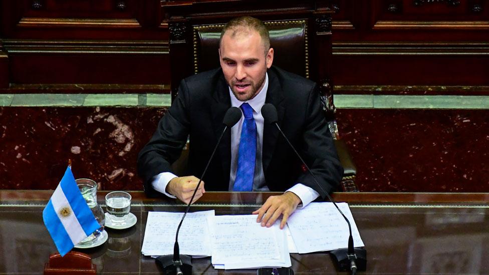 Martín Guzmán hablando en el Congreso