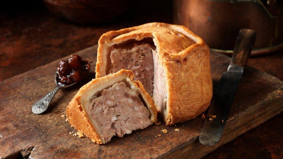 """Чисто английское меню. Лестершир: Охраняемый пирог со свининой и казус """"Стилтона"""""""