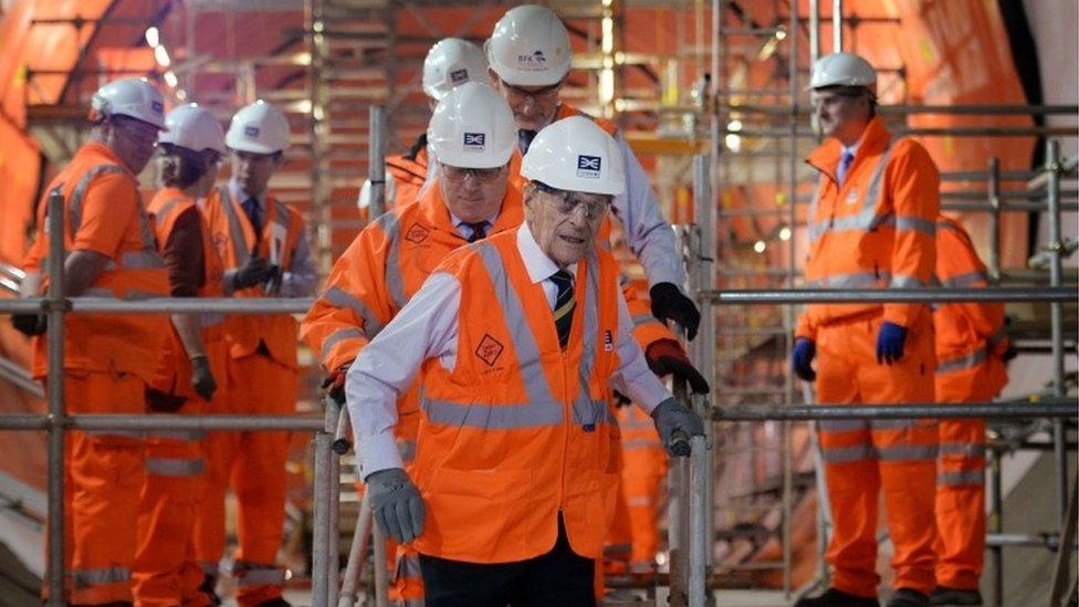 خلال زيارة موقع شبكة مترو الأنفاق الجديدة في لندن