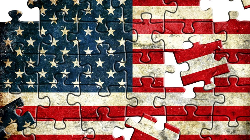 Bandera de EE. UU. hecha como un rompecabezas.
