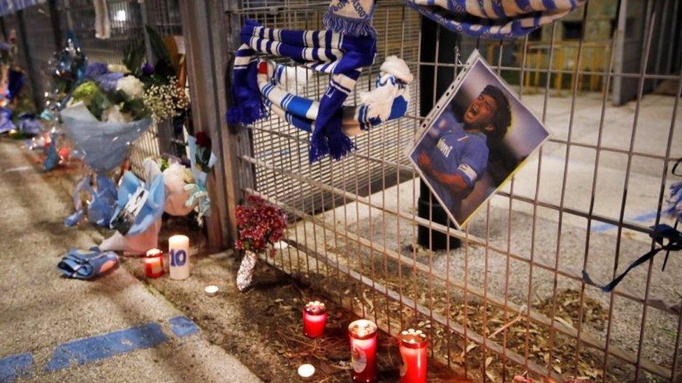 Altares en honor de Maradona en Nápoles.