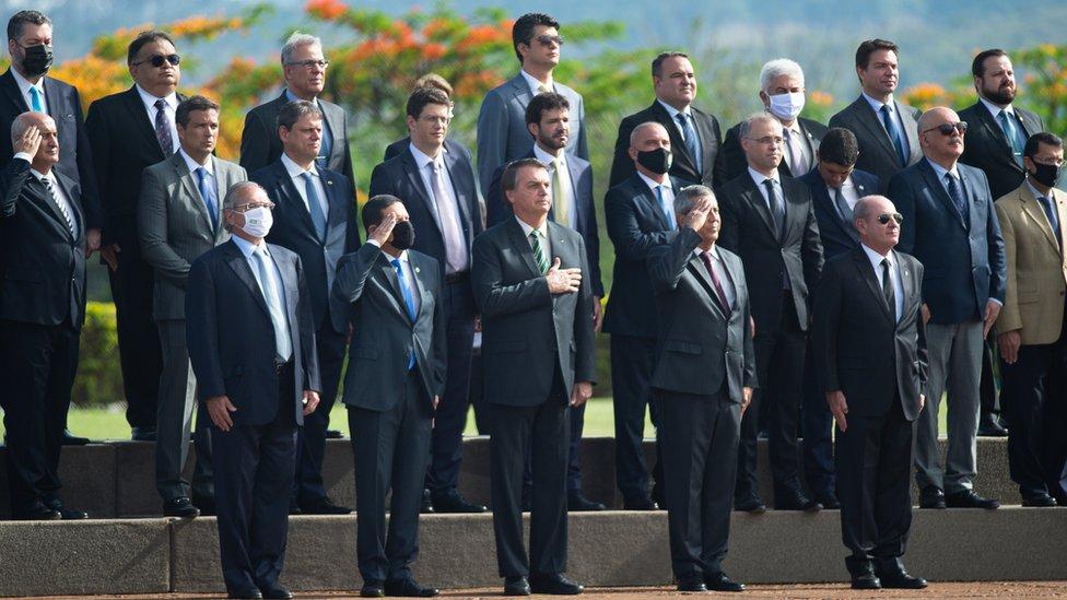 El presidente brasileño, Jair Bolsonaro, con varios de sus ministros.