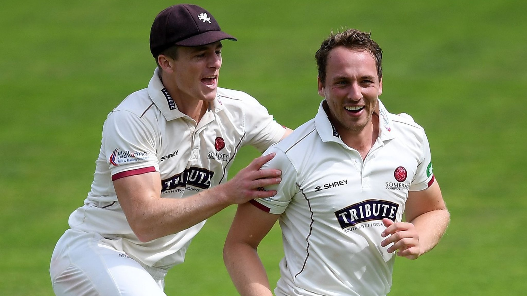 County Championship: Somerset dominate champions Essex on second day