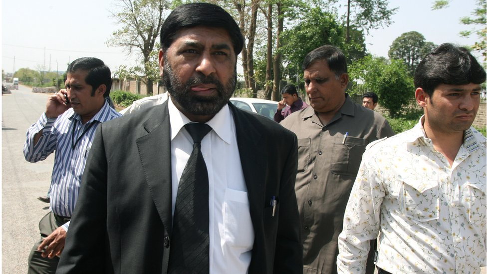 Pakistani special prosecutor lawyer Chaudhry Zulfiqar Ali (2L) walks with others as he leaves Adiyala Prison in Rawalpindi on March 26, 2011, after a case hearing into the assassination of ex-premier Benazir Bhutto.