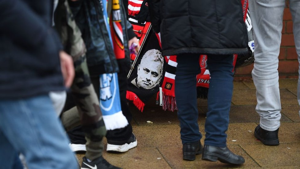 Bufanda con el rostro de José Mourinho.