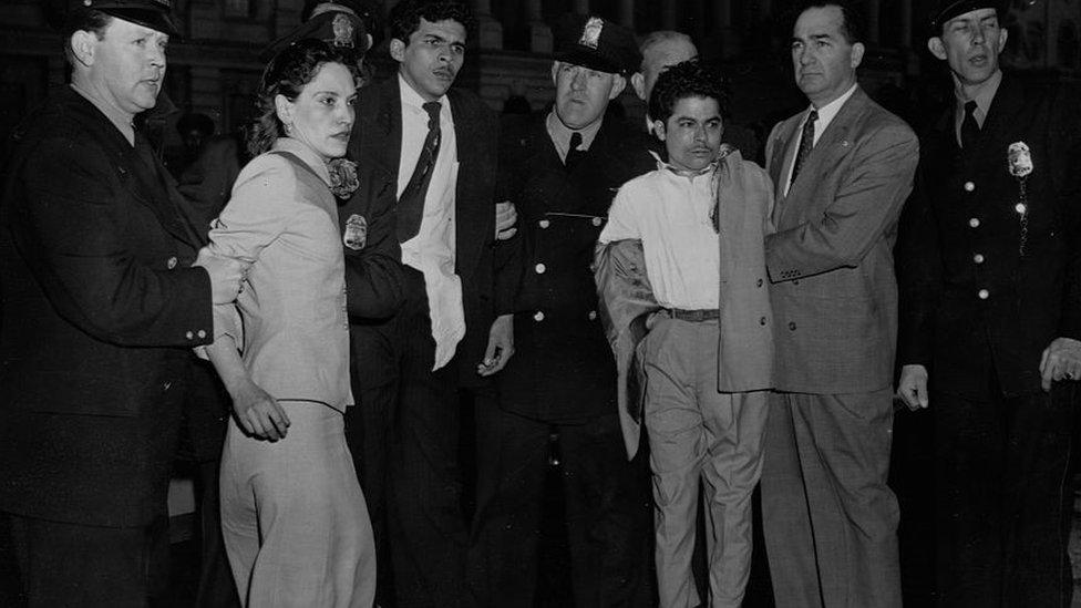Lolita Lebron durante su arresto en 1954.