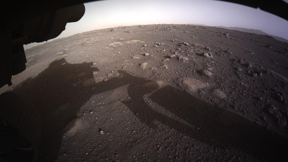 Primera imagen a color de la superficie de Marte enviada por Perseverance