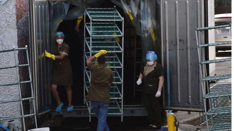 Un contenedor adaptado como morgue en Honduras