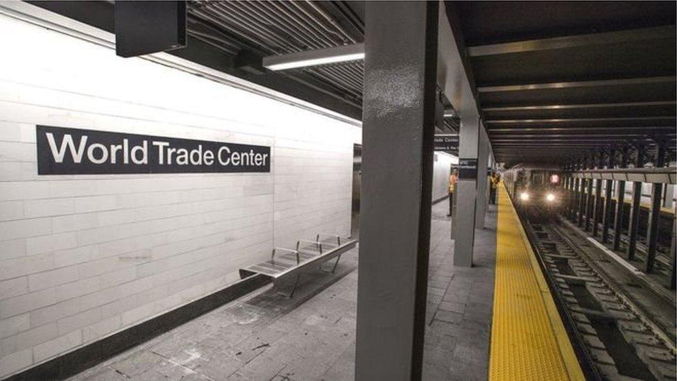 На відновлену станцію прибуває потяг