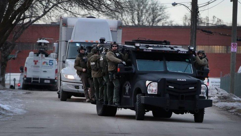 Policías en el lugar del ataque