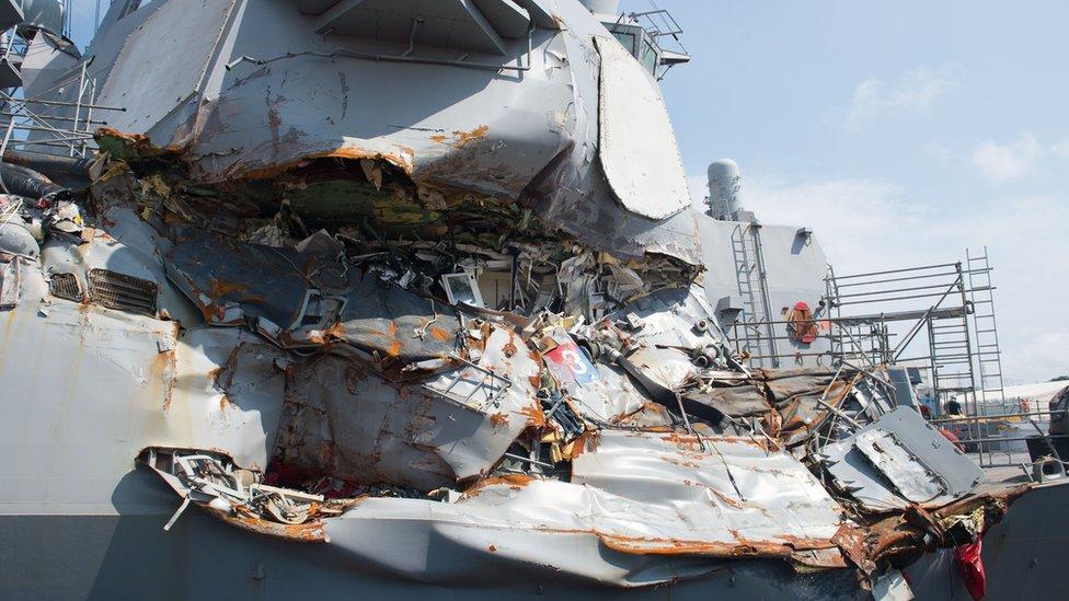 Detructor USS Fitzgerald siendo reparado