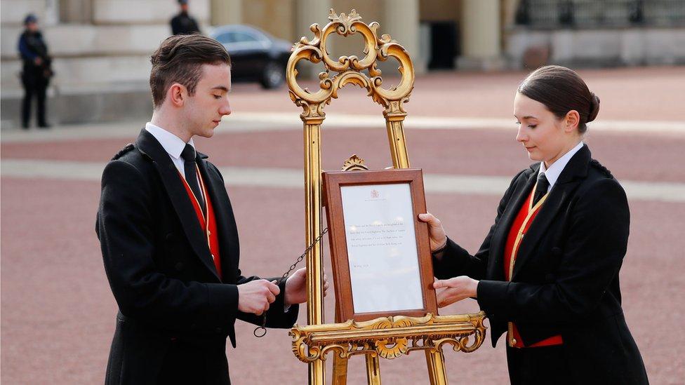 إعلان نبأ الولادة في قصر باكينغهام