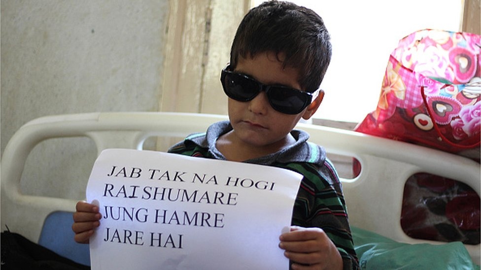 Kid injured by police in Kashmir shows placard