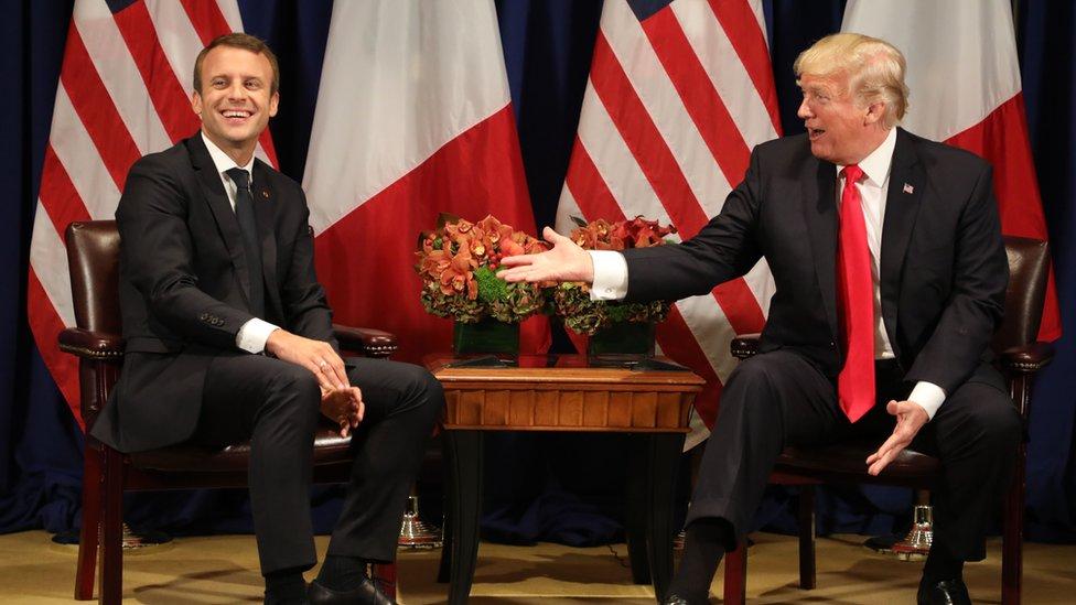 Emmanuel Macron y Donald Trump sonriendo.