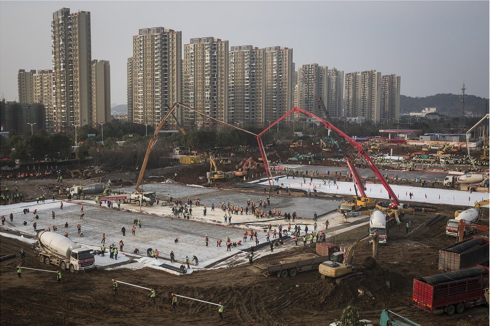 Hundreds of construction workers and heavy machinery build Huoshenshan hospital