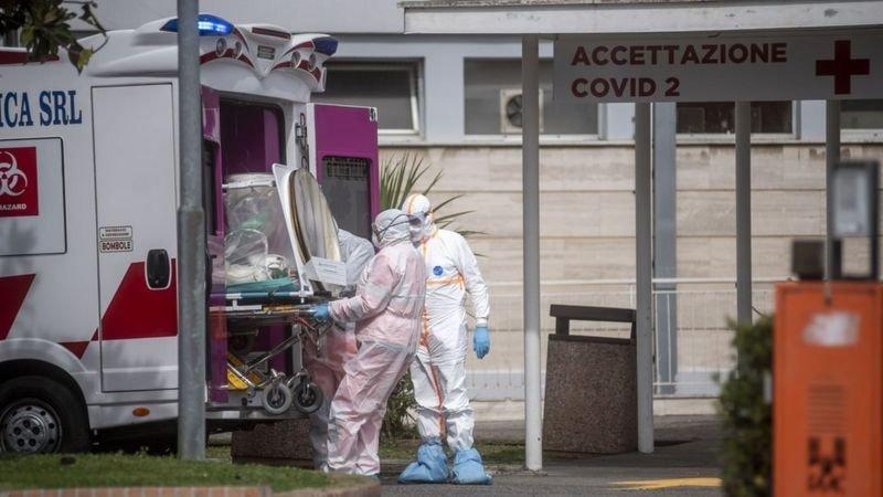 Bir çok Avrupa ülkesi gibi İtalya'da da vaka ve ölümlerde artış yaşanıyor