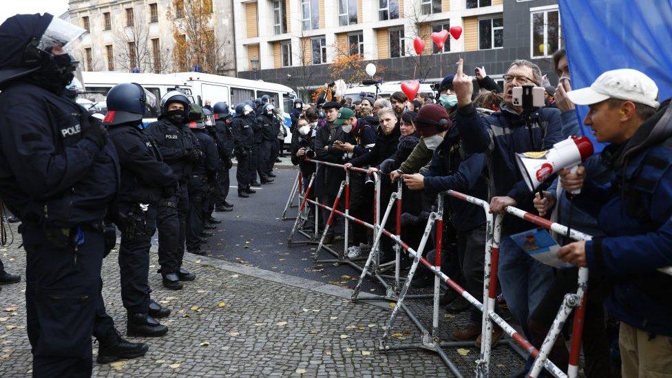 Protesta contra las restricciones en Europa