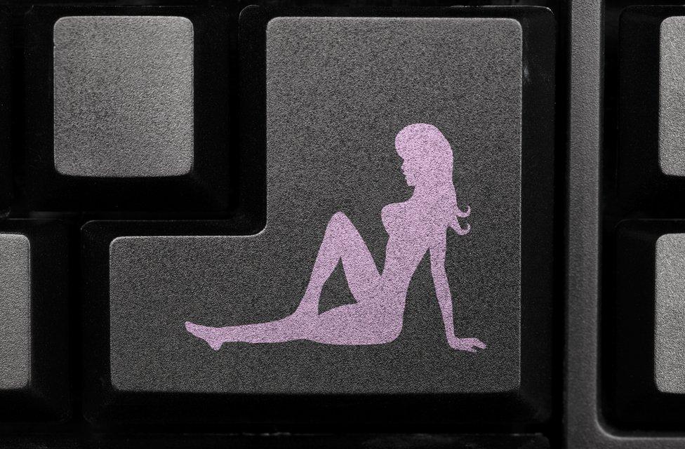Mujer en el teclado