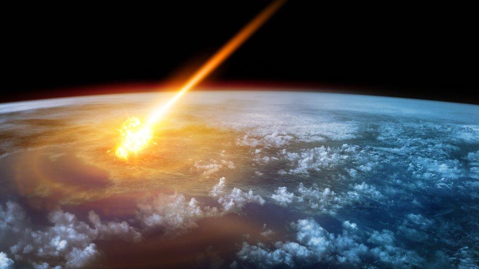 Asteroide impactando en la Tierra