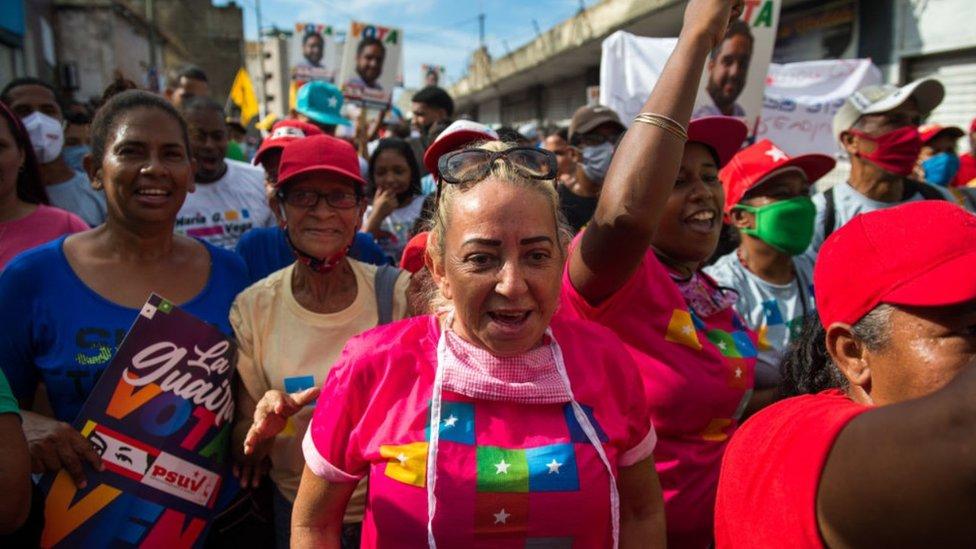Seguidores de Nicolás Maduro en La Guaira, en el estado de Vargas.
