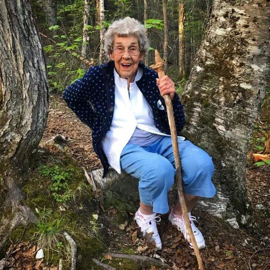 Büyükanne Joy dinleniyor