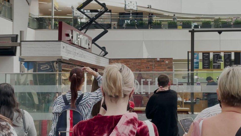 """لقطة أثناء التصوير داخل مركز التسوق """"غراند سنترال"""" في بيرمنغهام"""