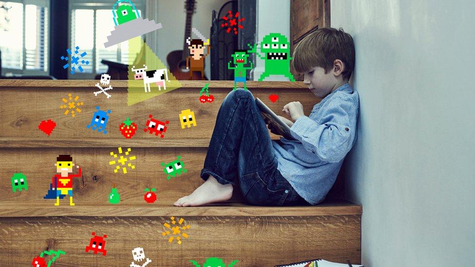 Niño jugando.