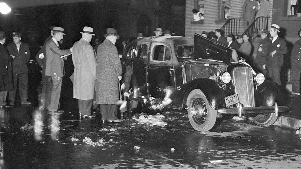 Coche quemado tras un ajuste de cuentas en Nueva York.
