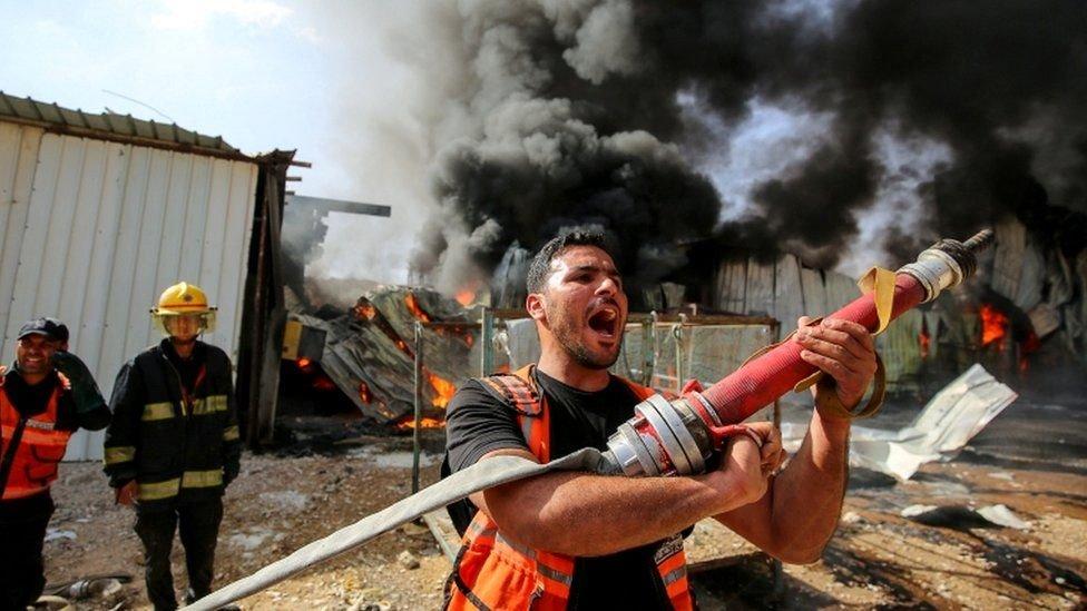 """مسؤولون في غزة يقولون إن يوم الأحد كان اليوم """"الأكثر دموية"""""""