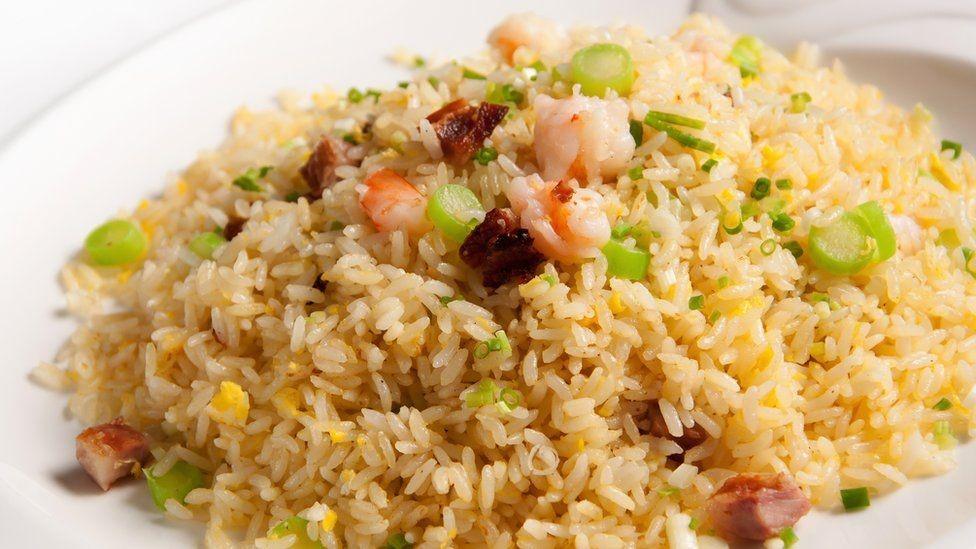 جمبري (قريدس) مع الأرز المحمر من الأطباق الصينية