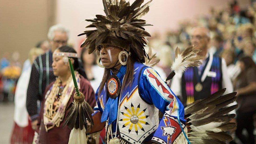 俄克拉荷馬州是原住民人口比例最高的州,圖為俄克拉荷馬城原住民進行舞蹈表演(Credit: Getty Images)