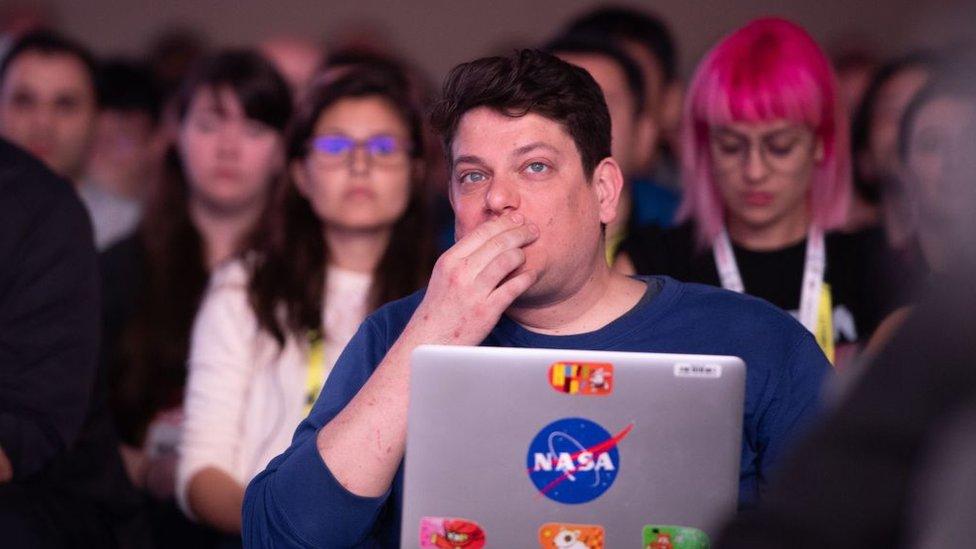 desarrolladores de videojuegos en una conferencia de Google