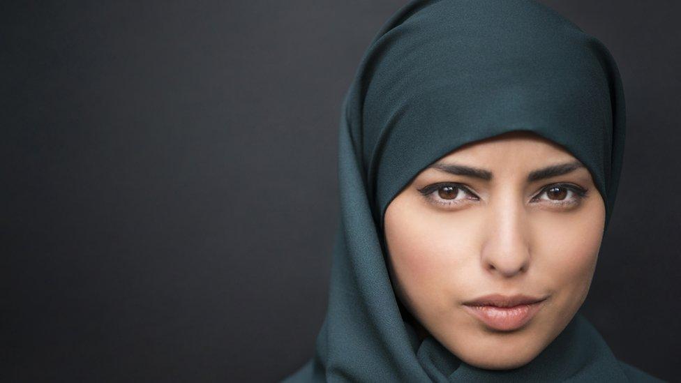 Mujer con el velo islámico