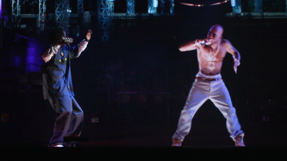 Snoop Dogg and Tupac Shakur projection