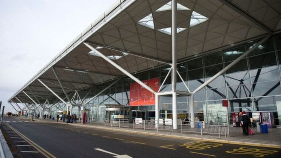 Stansted Airport expansion plan approved by council