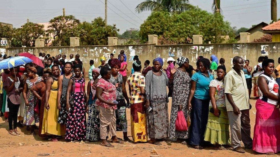 Ugandans queue