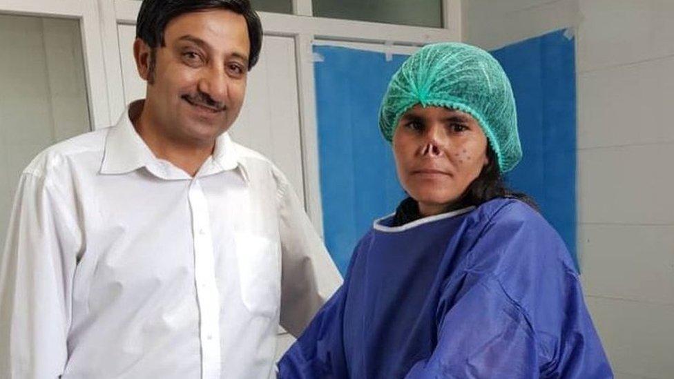 Zarka i doktor pre operacije