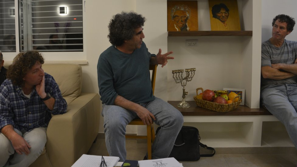 Meron Rapoport (c) and Eliaz Cohen (l) from Kfar Etzion settlement hold a 'One Homeland' meeting in Ofra settlement (Jan 2016)