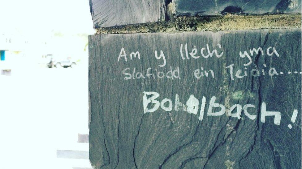 Graffiti ar wal lechi