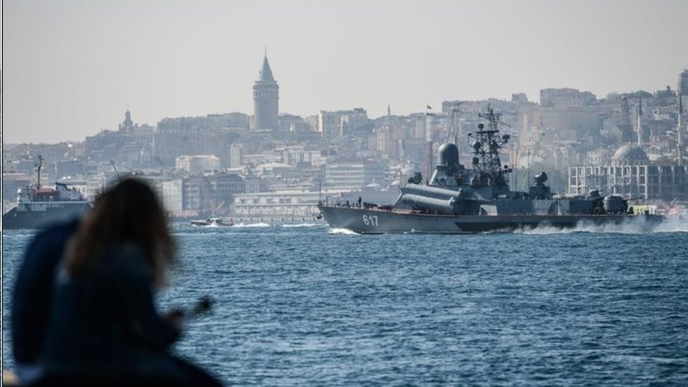圖為經過土耳其開赴敘利亞的俄羅斯Mirazh號導彈護衛艦