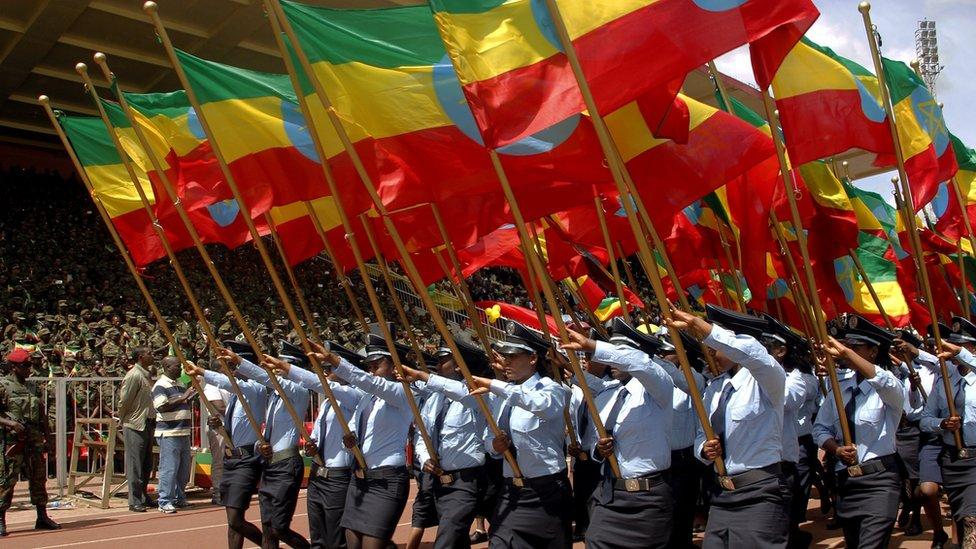 Una marcha con banderas etíopes