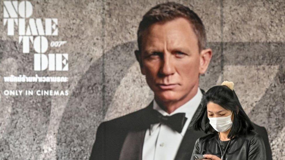 James Bond filmi 'No Time To Die'ın (Ölmek için Zaman Yok) vizyona gireceği tarihin yeniden ertelenmesi sinemalar için durumu daha da zorlaştırdı